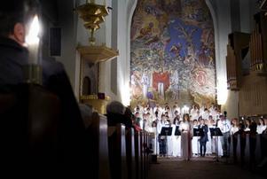 Palmcrantsskolans musikesteter bjöd på traditionsenligt luciafirande i Stora kyrkan. Foto: Håkan Luthman