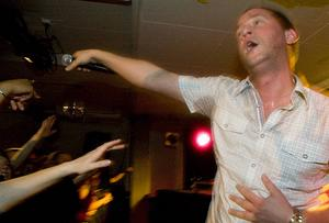 Mange Schmit från en svettig konsert i Östersund 2007, då låten