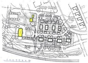 Längst ner i bild ses järnvägen. De gula rutorna är Igelsta gård med två uthus. I mitten av bild ses de åtta starkt markerade rektanglarna som är tänkta som parhus samt en allé som går mellan husen fram mot den gamla herrgården.