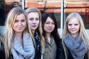 Besvikna. Sanna Palmlöf, Lovisa Baunsgaard, Sara Gustavsson och Izabel Johanson vill gå även sista året på Wenströmska.