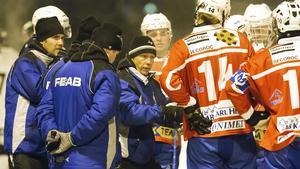 Västanfors och tränaren Alexander Zinkevitch har haft en jobbig helg.