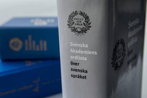 I Svenska Akademiens ordlista kan man hitta de rätta orden.