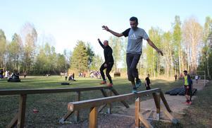 Balans, styrka och smidighet. Hinderbana är effektiv träning.