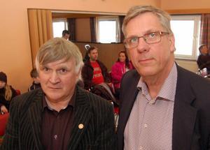 Två ledamöter Christiane Djäken, moderat, och Nille Niillimaa, morapartiet, deltog inte i ärendet med hänsyn till jävfrågan. Där emot deltog Torsten Kjellgren och Jan Simons, centerpartiet då de inte varit involverade i Mora IK:s verksamhet sedan de slutade för ett respektive några år sedan.