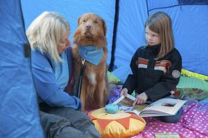 Att läsa för en hund har testats på både skolor och bibliotek runt om i landet och det har varit väldigt uppskattat. För några dagar sedan testades konceptet i Östersund.