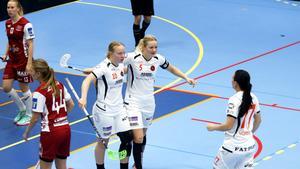 Izabell Rydell har just kvitterat för Rönnby. Hennes fjärde mål för säsongen. Förra vintern debuterade forwarden i SSL – och stod då för elva mål och fem assister på 17 matcher i serien.