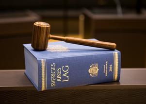 Dömda kriminella ska efter avtjänat straff få hjälp att bryta sin livsstil – inte att fortsätta i samma banor. Foto: Henrik Montgomery/TT