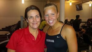 Här är Frida Berggren under SM tillsammans med Nathalie Björkholm som hjälpte VSS med massage under tävlingarna.