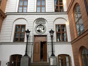 Svea hovrätt. Birger Jarls torg 10, här inne kommer hovrätten klockan 14 att meddela sin dom. Johanna Möller har överklagat och anser sig oskyldig på alla punkter.