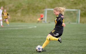 Matilda Bergkvist  är en av spelarna som utgör stommen i Korsnäs IF. Hon gjorde 23 mål i division 2 förra säsongen.