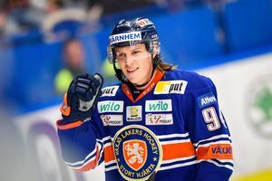 VIK slipper möta Joel Persson som över en sommar gått från spets i division 1 till att vara en stjärnback i SHL och för Växjö. Lagkamrat med Pontus Holmberg nästa säsong?