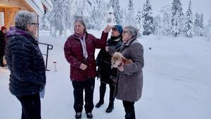 Lena Evertsdotter Dahl, Lotta Njord, Mimmi Lagerman och kyrkofullmäktiges vice ordförande  Britt Gruving Fjellner deltog i invigningen av Högvålens kapell.