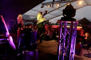 """IKONISKT. Lili & Sussie framträdde med många gamla hits och sjöng bland annat genombrottshiten """"Oh mama"""". Foto: Björn Brånfelt."""