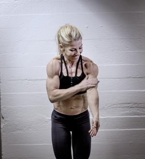 Stenhårda muskler och hud lika prasslig som silkespapper.
