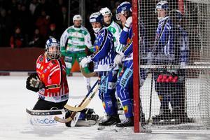 Förra säsongen tvingades Villa spela kvartsfinal 4 mot Västerås SK ute på Isstadion. Den gången gick det bra sportsligt, men publikt blev det ett stort tapp.