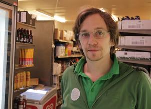 Carl Wång har varit allt annat än sysslolös sedan han tillträdde som butikschef i Nyhammar.