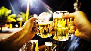 Ska alkoholstoppet klockan 20.00 förlängas eller ej?