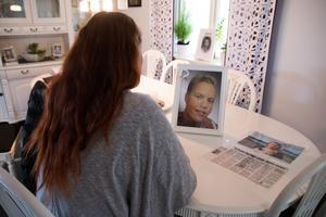 Annika Wikman försöker leva vidare utan sin son Dennis, men säger att året utan honom ahr varit overkligt.
