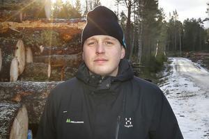 – All information jag kan få av skogsägarna är bra för att jag ska få en samlad bild över hur det ser ut, säger Tom Olsson, skogsinspektör på Mellanskog.
