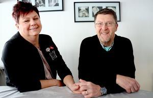 Maria och Janne skrattar mycket tillsammans.