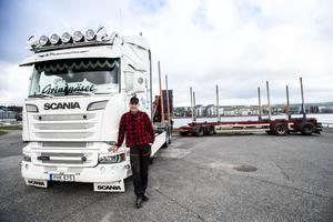 För ett år sedan återvände Emil Hagelberg hem till Örnsköldsvik utan att ha vunnit pris i Ramsele. Nu är han ute efter revansch.