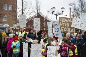 I mars sköt utbildningsnämnden upp beslutet om stängning av Hybo skola.