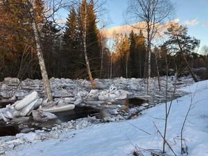 Ispropp i Våmån hotade hus.Foto: Mora Brandkår
