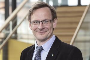 Anders Fällström, rektor vid Mittuniversitetet, berättar att han uppfattar de anklagelser som förs fram mot lärosätets professor som trovärdiga, trots att de tillbakavisas kategoriskt av nämnde professor.
