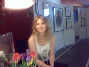 SuccéDEBUT. I helgen deltog Kajsa Hallner i Gästrikkonst. Det var hennes första utställning någonsin och hon var dessutom, med sina 21 år, den yngsta deltagaren.