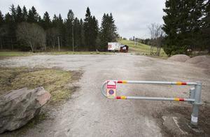 I Hemlingby friluftsområde finns elljusspår, mountainbikespår och en skidbacke med snowpark. Dessutom grillplatser, raststugor, teambanor och en naturstig. Gästrikeleden passerar också genom området. Här finns en djurhage med kaniner, höns och får. Hemlingbystugans café och restaurang serverar lunch och fika.