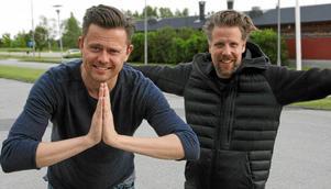 Fredrik Wikingsson och Filip Hammar tackade Köpingsborna för stödet under filminspelningen.  Foto: Helene Wahlstedt