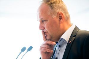 Jonas Sjöstedt borde fundera över den strof i Internationalen som lyder