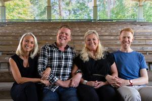 Annie stark, Anders stark, Sussie Nordström och Andreas sköld, är gänget som uppträder under Scensommarpärlor.