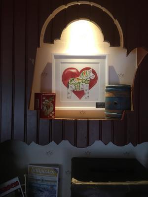 En av tavlorna, som stals i Kaffestugan. Foto: Privat.
