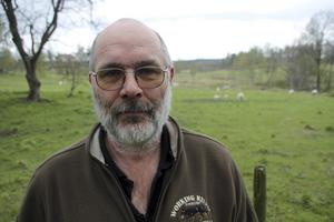 Erik Brate äger skog i Norbergs kommun. Han tycker det är viktigt med lokala skogsägare: