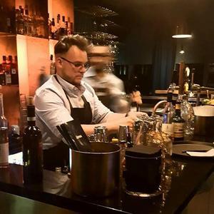 Robin Abrahamsson, barchef, Sky Bar Plaza. Bild: Tobias Hultberg