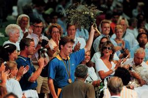 1992. Jan-Ove Waldner tog Sveriges första OS-guld sedan  Johan Harmenberg vann guld i värja i Moskva 1980.