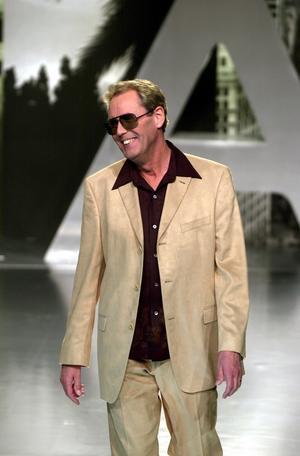 Åhléns visade vårkollektionen år 2000 och Sten Nilsson är modell.