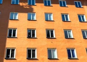 Vi vill bekämpa bostadsbristen genom att fler hyresrätter och studentbostäder med rimliga hyror ska byggas, skriver Magdalena Andersson och Magnus Johansson (S). Foto: Hasse Holmberg/TT