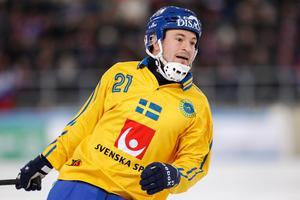 Sveriges Christoffer Edlund i VM-finalen i bandy mellan Ryssland och Sverige. Bild: Rikard Bäckman/Bandypuls.se/TT.