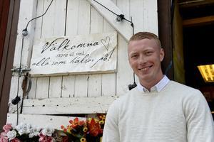 Ägaren Rasmus Brännlund har nu arrangerat en stadsauktion för att sälja ut lite saker inför försäljningen av butiken.