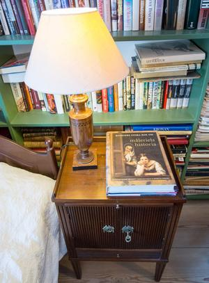 I gästrummet finns också biblioteket.