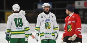 Axel Jonsson (nummer 9) fick en tuff start i Skutskärs tröja.