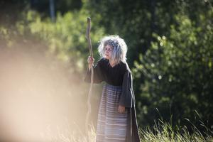 Angelica Alkberg som Elvira Fattigan