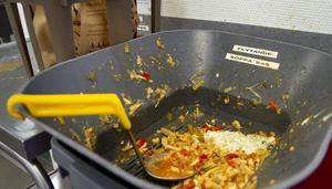 I måndags skrapades totalt 14,2 kilo mat  av färdigätna tallrikar eller 40 gram per portion.