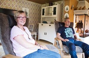 Maria och Jonas Ericsson tänker inte blir några enslingar på torpet. Tvärtom är tanken att ett mindre hus kräver mindre arbete och ger mer tid till att resa om umgås med familj och vänner.