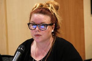 Två miljoner kronor extra  avsätts till personal för att utbildningsnämnden vill behålla Los skola, skriver nämndsordförande Stina Michelson.