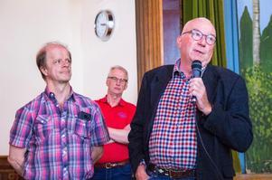 Per-Åke Strömberg och Leif Pehrson från Vallsta SK var glada åt att få ta del av pengarna från vindkraftsfonden.