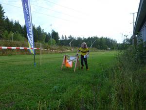 DM-orienteringens första löpare i mål under lördagens tävlingar.