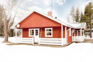 På femte plats på Dalarnas Klicktoppen för förra veckan kom denna villa i Karlbo/Krylbo i Avesta kommun som fick 5 306 klick på Hemnet. Foto: Malin Mattsson